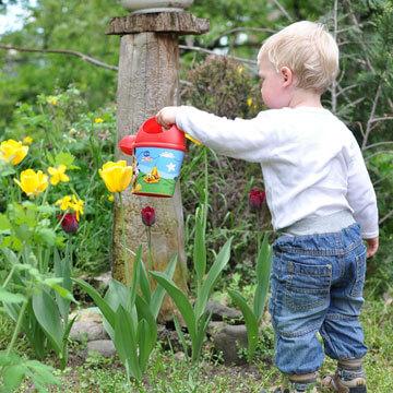 Regenwassernutzung mit einem Kind